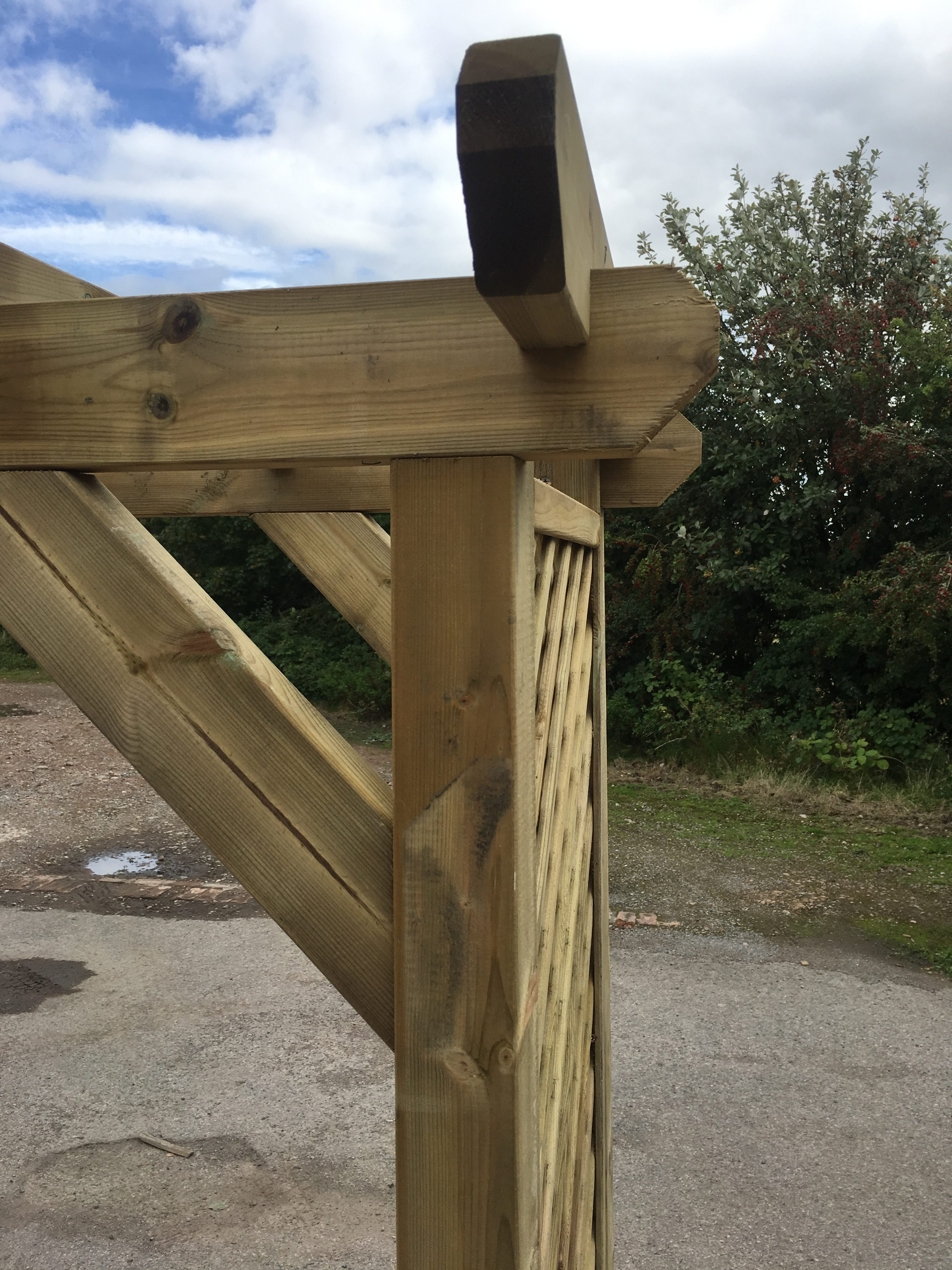 Simply Wood Elegance Square Lattice Arch Half Price
